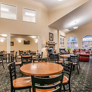 photo of breakfast area seating